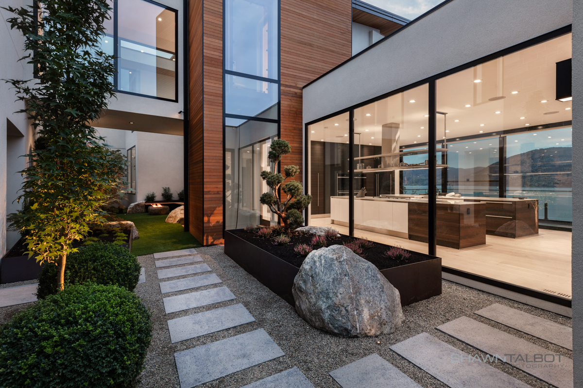 Shawn Talbot Architectural Photographer Luxury Home Courtyard Exterior
